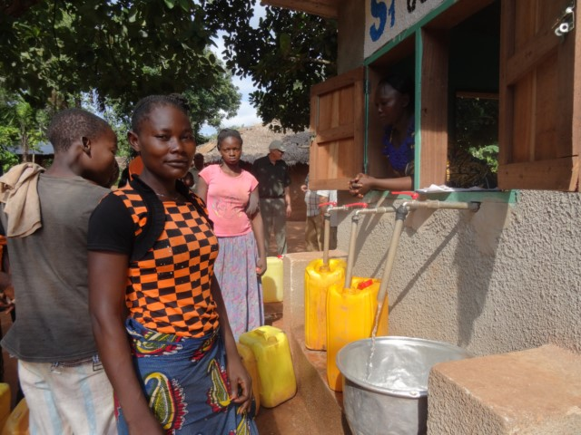 Animata getting water in Congo
