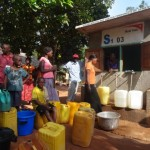 DSC04621 in line to get water at kiosk [640x480]